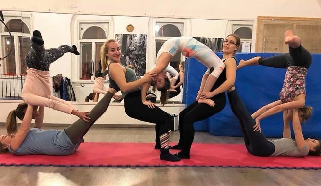 Játékos akrobatika